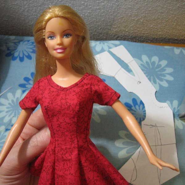 free pattern for Barbie dress with princess seams to print and sew yourself