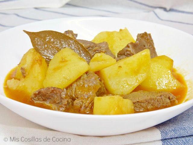 Ingredientes para 4 personas 1 kg de carne de ternera para guisar cortada en trozos 1 kg de patatas cortadas a trozos chascandolas 1 Cebolla 1 Pimiento verde 2 o…