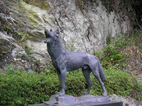 Risultati immagini per statue famose di lupi