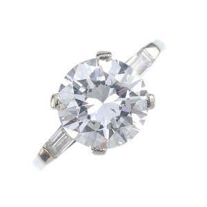 LOT:183   A diamond single-stone ring.