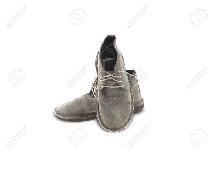 Vecchie Scarpe Di Cuoio Isolato Su Sfondo Bianco. Foto Royalty Free, Immagini, Immagini E Archivi Fotografici. Image 39342168.