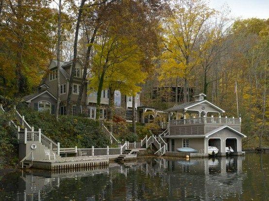 This lake house reminds me of the houses on Lake Burton in Clayton, Georgia.