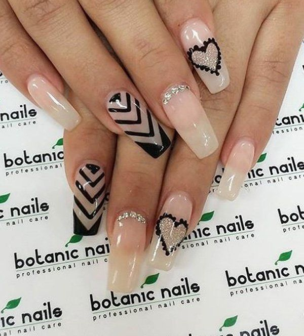 If you don't have the perfect nails, you can still get this look through false nails. It's easy to use and perfect for a date night. After that, you can take it off and clean it so you can use it again.