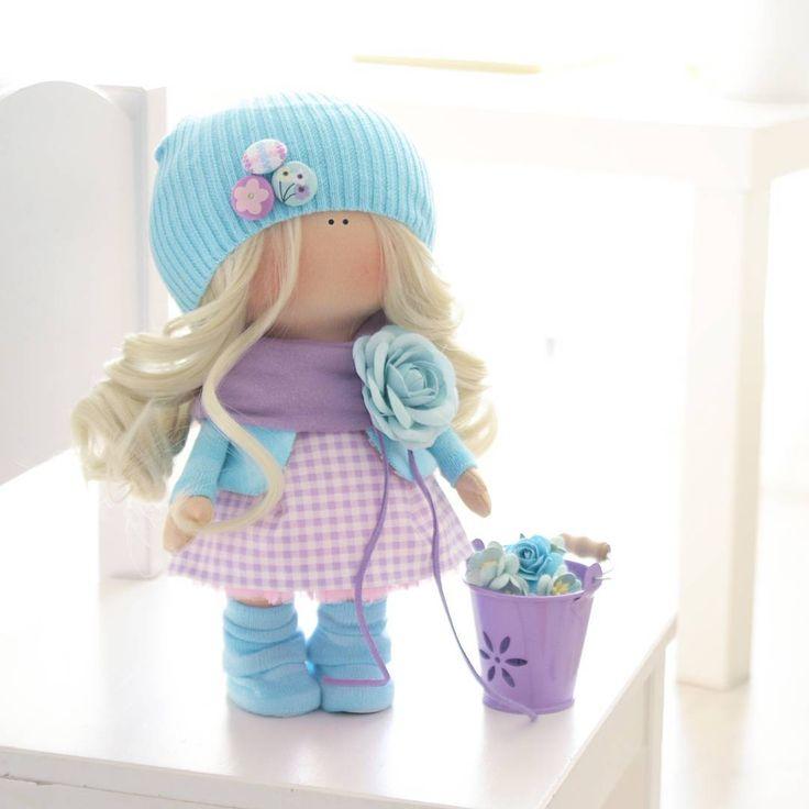 Уже не зимняя, но ещё не весенняя... малышка Если она Ваша, пишите в личку #шитье #рукоделие #ручнаяработа #хобби #текстильнаякукла #bernina #gutermann #шеббишик