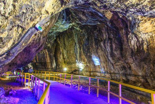 Unul dintre cele mai frumoase locuri din România. Cum arată peştera despre care străinii spun că este fantastică    Ialomicioara