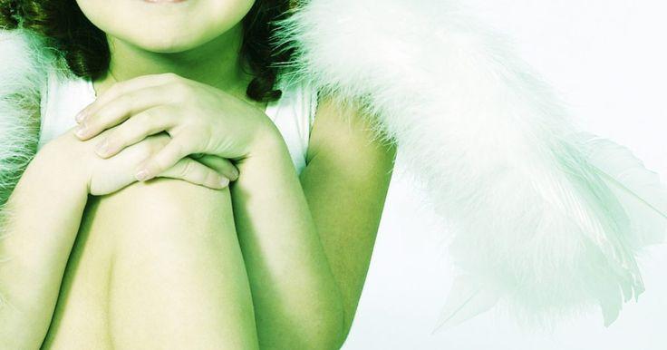 Como se vestir como um anjo. Como se vestir como um anjo. Se você se sentir angelical, então uma fantasia de anjo pode ser apropriada para você ou seu filho no dia das bruxas. Não é difícil de vestir como um anjo, se comportar como um anjo é muito mais difícil, mas você pode combinar uma seleção de itens com preços acessíveis. Procure pela casa para ver o que você já tem ou ...