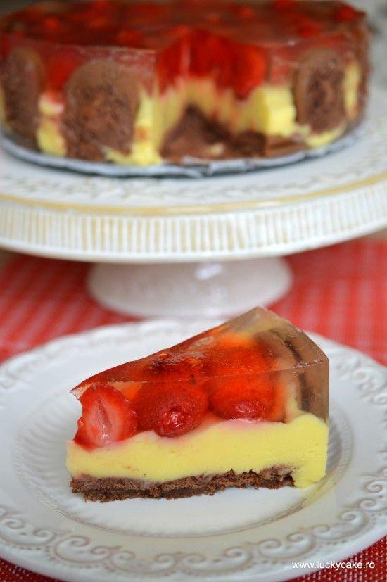 Delicious strawberry-vanilla no-bake cake