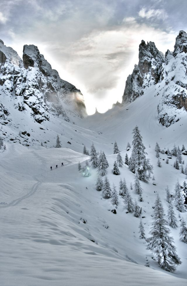 La forcella incantata - Giuseppe Marini  Forcella delle neve, Misurina - un'HDR costata ore di lavoro ed originata da 4 scatti sequenziali. Scattata con canon EOS400D obbiettivo 18-55ES