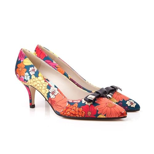 Caya navy floral kitten heel vegan court shoe | Beyond Skin