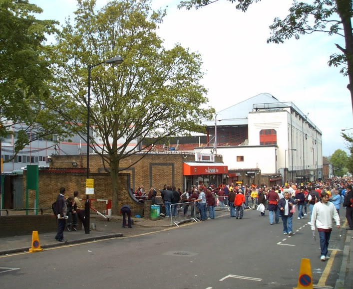Arsenal shop on Avenell Road