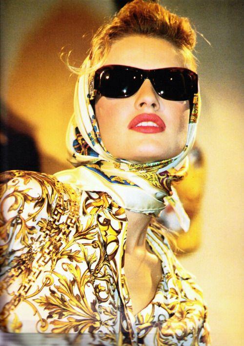 Karen Mulder - Gianni Versace Runway Show 91/92