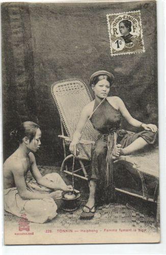 CPA Vietnam Indochine Tonkin Haiphong Femme fumant la Pipe (35120)