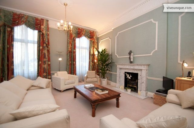 This 2 bed property in the famous Bloomsbury area, and within minutes of Oxford Street and the West End, is wonderfully located for a short stay in London.  You're a minute's walk from the popular British Museum, about 7 minutes to Oxford Street and within a 10 minute walk of most of London's top theatres around Leicester and Piccadilly Square.  Properties simply do not get much more central than this with all of the West Ends' theatres, galler