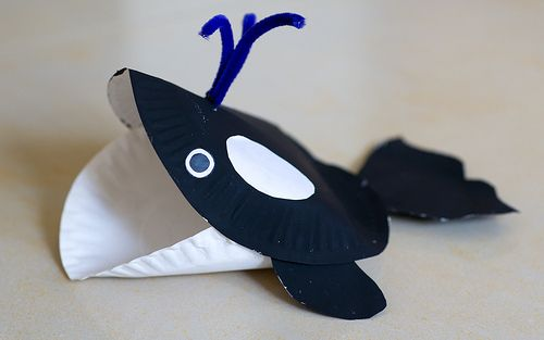 definitely using this for a link to noah and the whale!! W- Whale paper plate craft I think it is super cute!