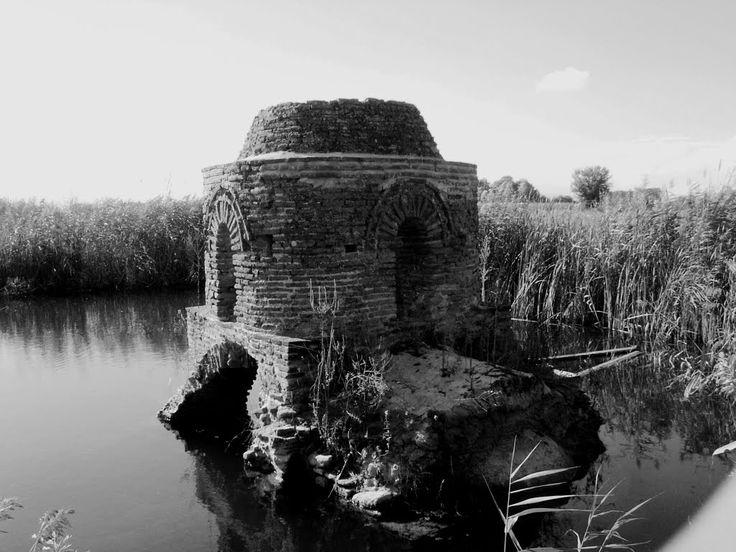 Agrinio - Αγρίνιο - Η Αγία Τριάδα του Μαύρικα Βυζαντινός ναός του 9ου αιώνα.