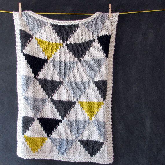Couverture de bébé modèle Triangle tricoté en par YarningMade