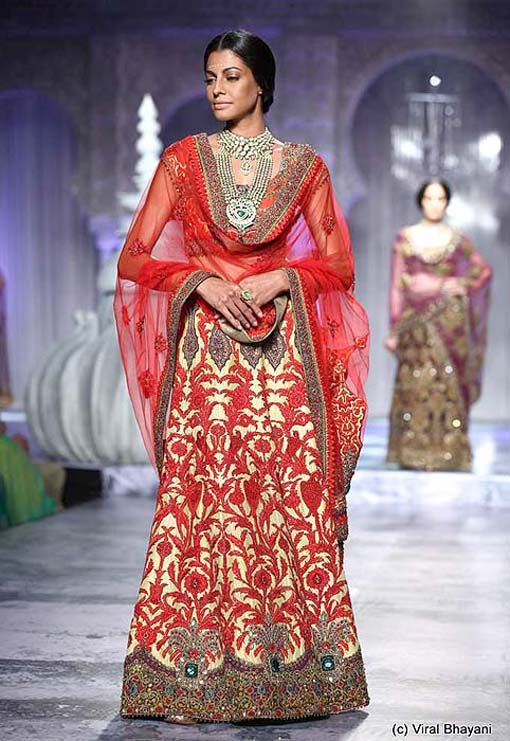 Gorgeous red and cream JJ Valaya lehngha. Perfect for a reception outfit!