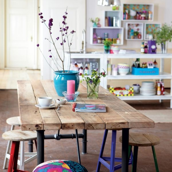 I love the colour of the wood combined with the pop of purple colour.