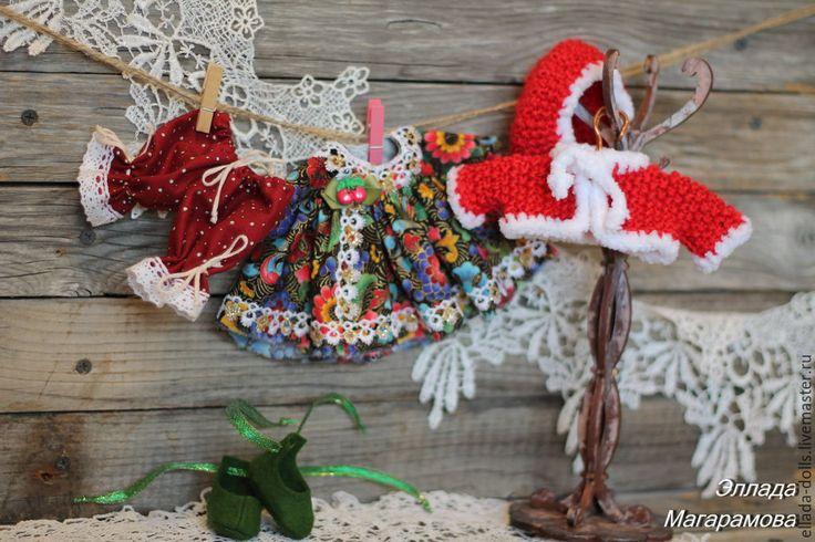 Купить или заказать Игровая текстильная кукла Лейли. в интернет-магазине на Ярмарке Мастеров. Игровая текстильная кукла Лейли - это девочка с огромными голубыми глазами и копной каштановых волос. Была сделана на заказ для девушки с очень красивым именем Лейла. Несмотря на то, что игровая текстильная куколка была рождена в июле, наряд она себе выбрала классическо-рождественский. Может, сказалось холодное лето? Или эта наша знаменитая 'зеленая зима'?))) В любом случае, Лейли, эта мал…