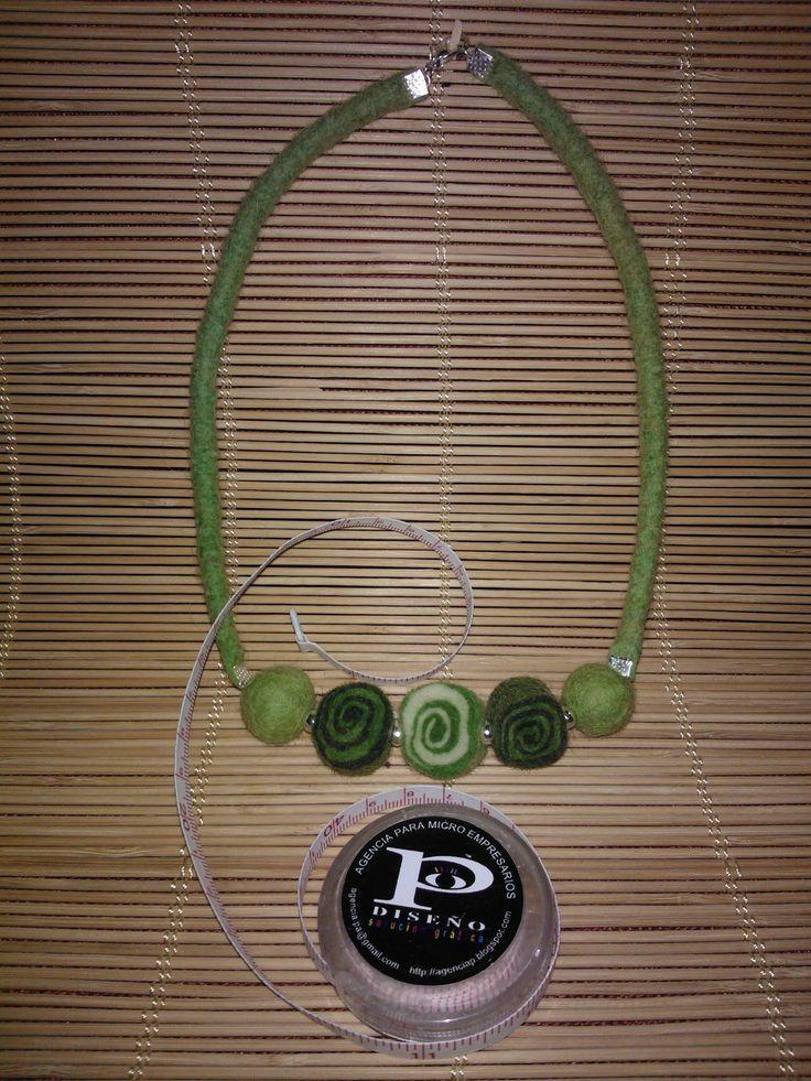 collar de caramelo de matakury fieltro - agencia P  agencia.pa@gmail.com