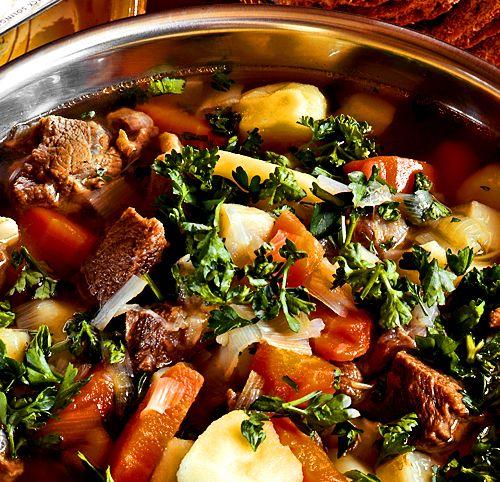 Det är enkelt att laga en köttsoppa och gott blir det.