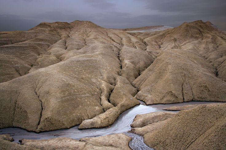 vulcanii noroiosi 1. The muddy volcanoes.