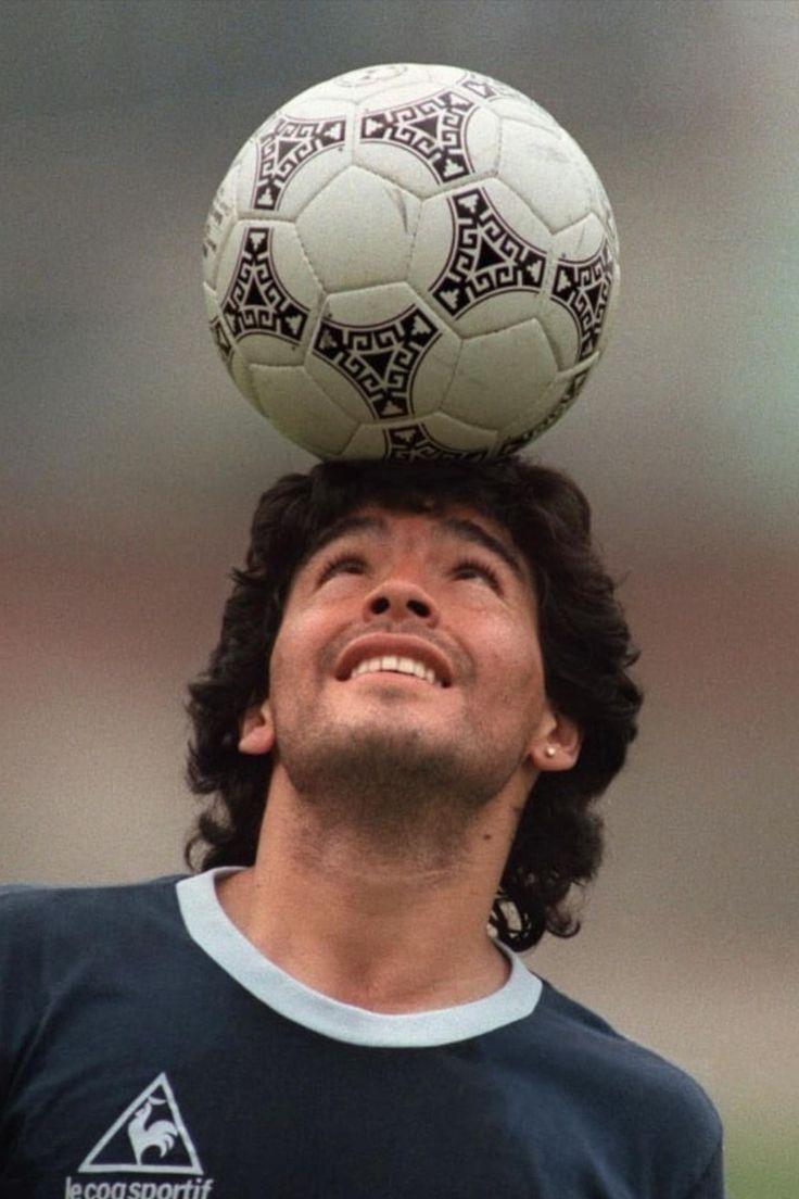 Retro Football, Football Soccer, Soccer Ball, Football Players Images, Soccer Players, Best Football Quotes, Maradona Tattoo, Salah Liverpool, Diego Armando