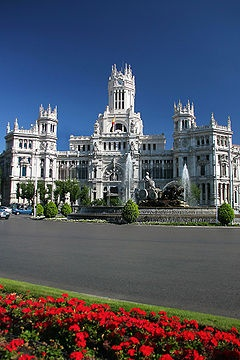 The plaza is a landmark of Madrid and it is famous for the Cibeles Palace (City Hall), and the fountain of the same name.