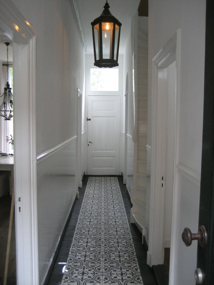 Negra 3 cement tiles in a hallway, gives a 30's impression!