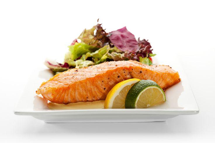 Давайте приготовим сегодня на ужин вкусный и полезный лосось на гриле! Смешайте оливковое масло и сок лимона. Запеките с этим соусом лосось. Подайте к столу с салатом из зелени. Приятного аппетита!   #ужин #кулинария #кухня #рецепт #лосось #гриль #соус #салат #зелень #суббота #казахстан #рамстор #ramstore #kazakhstan #astana #almaty