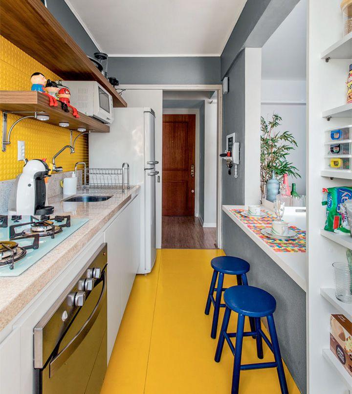 Soluções para a cozinha corredor. Veja: https://casadevalentina.com.br/blog/detalhes/cozinha-corredor,-o-dilema-2801 #details #interior #design #decoracao #detalhes #decor #home #casa #design #idea #ideia #charm #cozy #charme #aconchego #casadevalentina #kitchen #cozinha #cor #color #yellow #amarelo