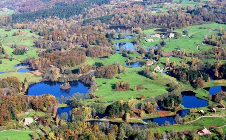 In de regio Franche-Comté, ten noord-westen van Belfort, ten westen van de Ballon d'Alsace, bevindt zich het natuurgebied Plateau des Milles Étangs. De ide