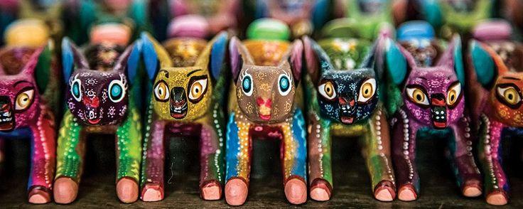 Los alebrijes de Tilcajete, Oaxaca. En esta población de la entidad oaxaqueña los animales fantásticos sí existen. Se tallan en madera, se pintan con tintes naturales ¡y sus cuerpos muestran detalles del mundo zapoteca!