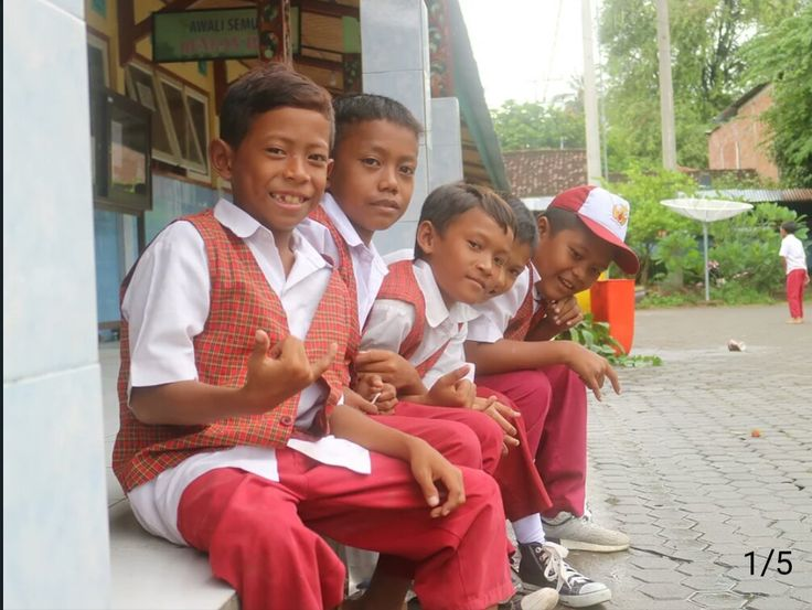 """""""To create inspiring learning environments for childrens in Lombok, Indonesia."""""""