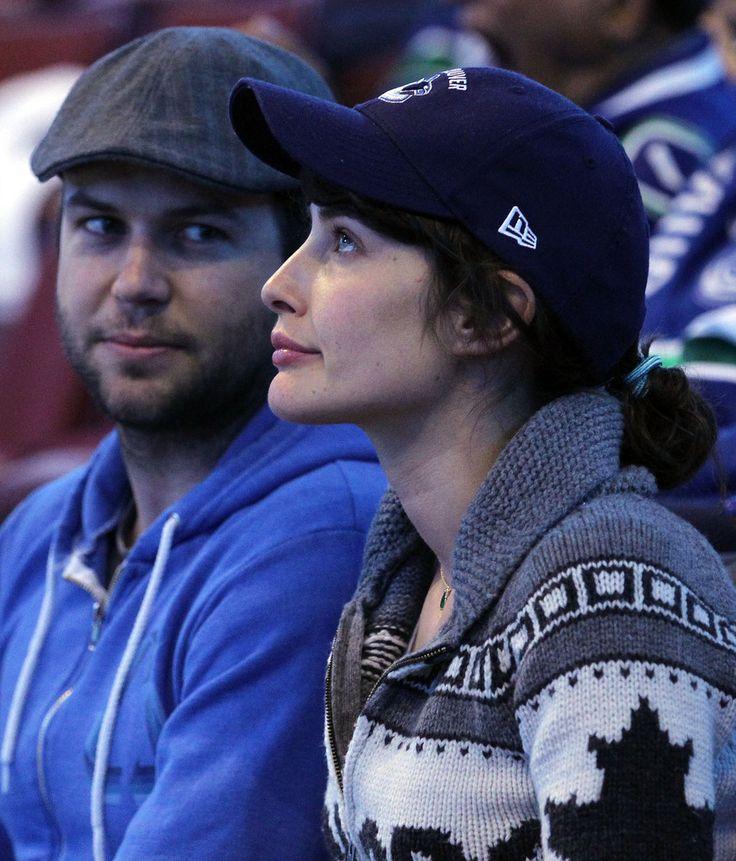 Cobie Smulders and Taran Killam Photos - Boston Bruins v Vancouver Canucks - Game Two - Zimbio