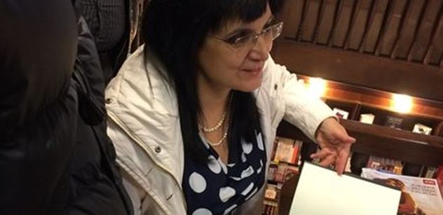"""Svině! Slovenské gestapo. Kauza """"počuraný korán"""" rozjela peklo: Soudíte podle islámského práva, nadává Klára Samková. Exmuslimka v ČR spálila korán, zde VIDEO"""