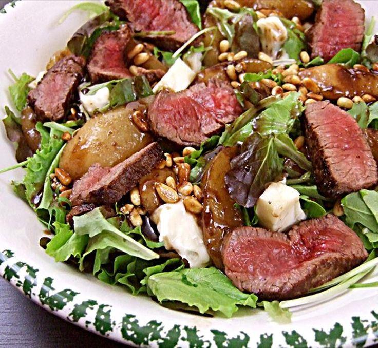 Salade van warme peer met Gorgonzola en biefstuk
