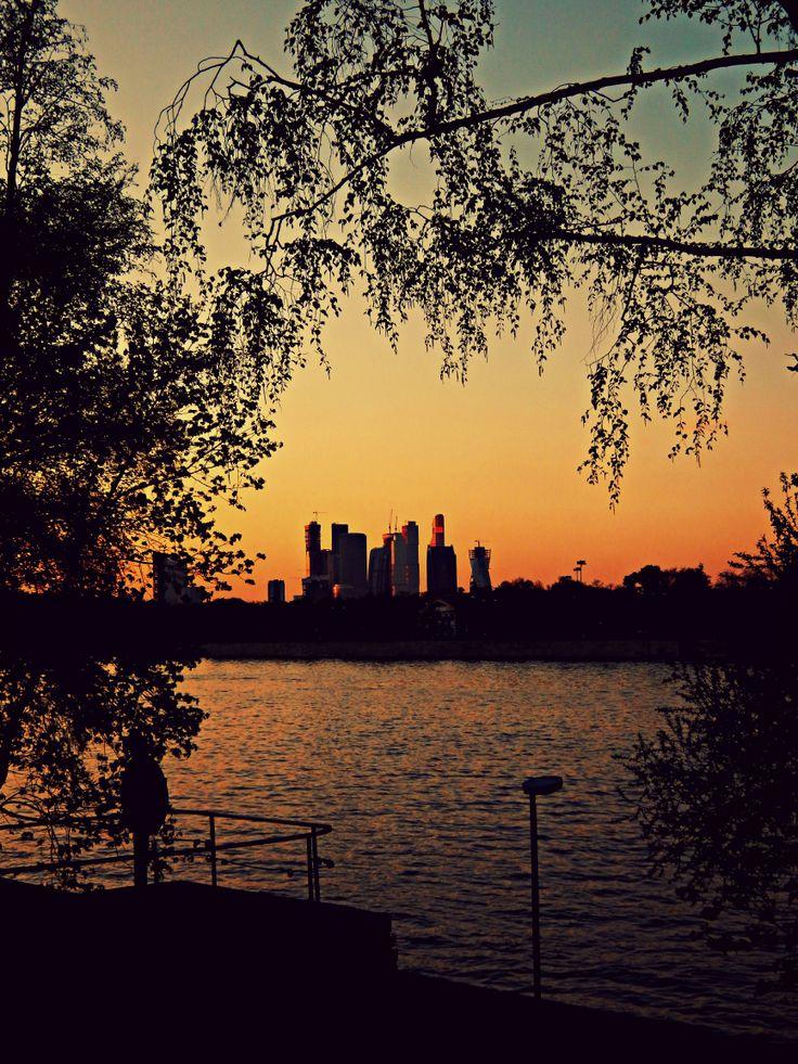 Москва-Сити, Москва-Река и деревья на закате / CBD, Moscova ed alberi al tramonto
