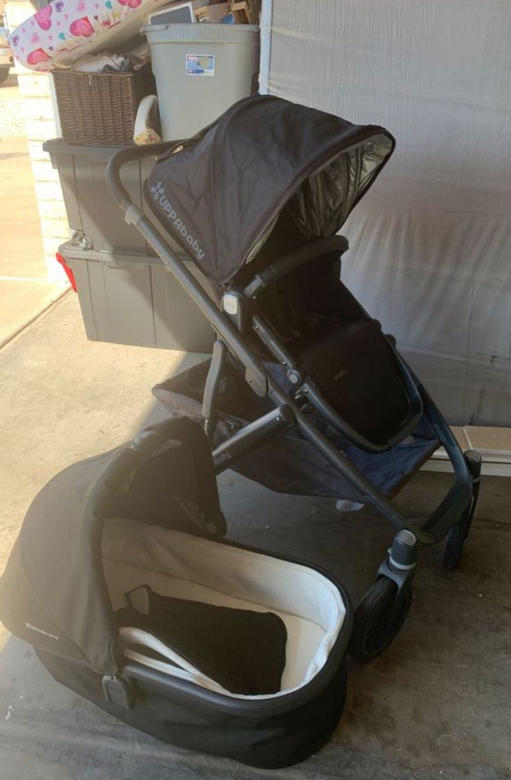 2015 jake black frame uppababy vista stroller. Comes with