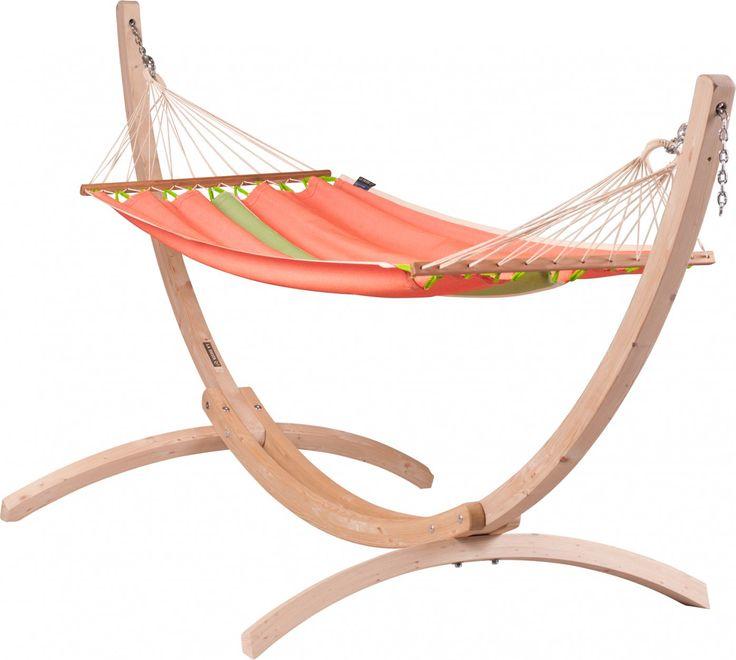 La Siesta Fruta Canoa 1-persoons hangmatset  Zomerse hangmatset Tijdens de zomermaanden kun je heerlijk ontspannen in een hangmat. Een boek lezen genieten van de zon of rustig heen en weer schommelen het kan allemaal met een hangmat. Deze hangmatset van La Siesta bestaat uit een eenpersoons hangmat met een hangmatstandaard. Er is geen ander bevestigingsmateriaal nodig dus je kunt de hangmat meteen ophangen. Nu kan het ontspannen beginnen! Over de hangmat Hangmatten van La Siesta staan bekend…