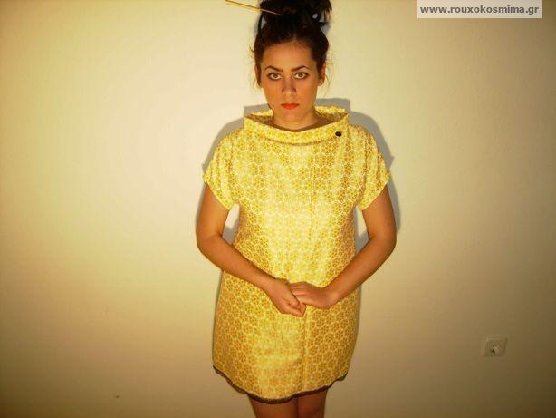 Φόρεμα κίτρινο με δαντέλα μαύρη