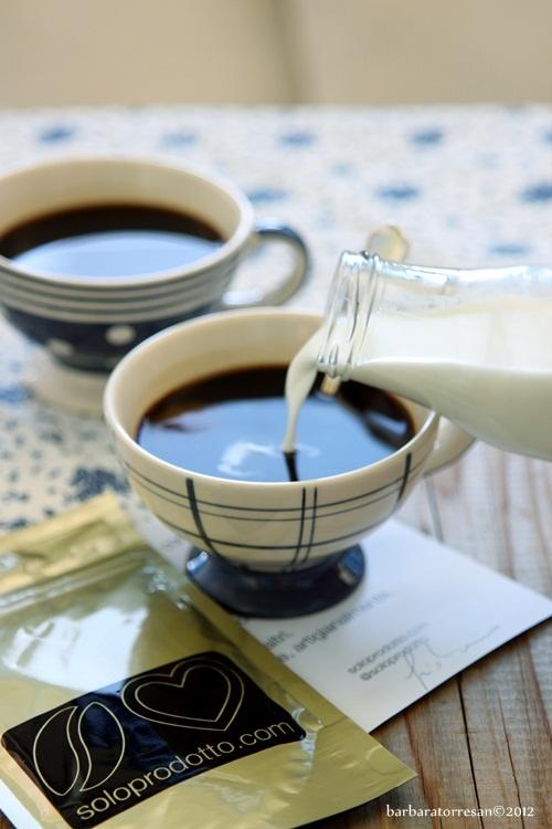 Caffè macchiato, please.