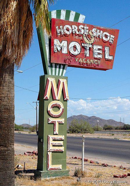 Love old neon signs....Horseshoe Motel