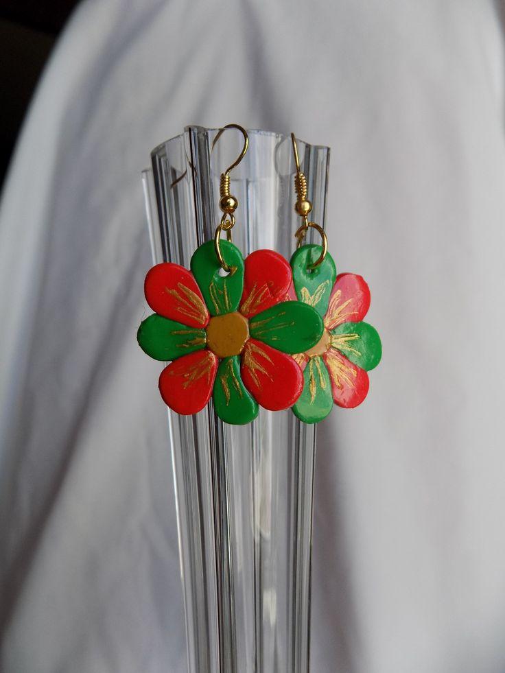 Boucles oreilles fimo fleur verte et rouge  016