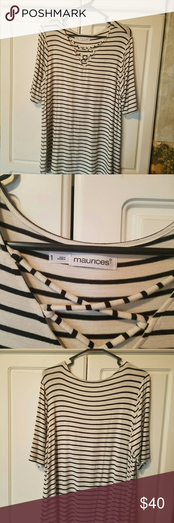Maurices plus size 1 Brand new never worn  black and white Tops Tees - Short Sleeve