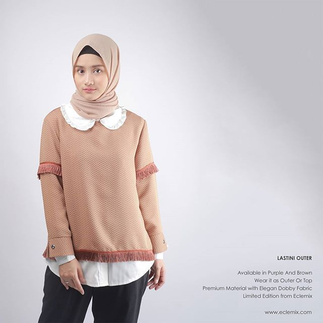 Lastini Outer Brown . Available at www.eclemix.com . Or reach our admin contact below:  line@ : @eclemix  WA : 081326004010 . #weekend #eclemix #fashion #beauty #hijab #top #outer #brown #localbrand #bandung