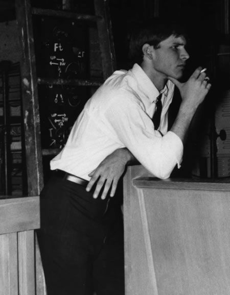 Oh my god that jawline I wish I lived in the time of young Harrison Ford *sigh*