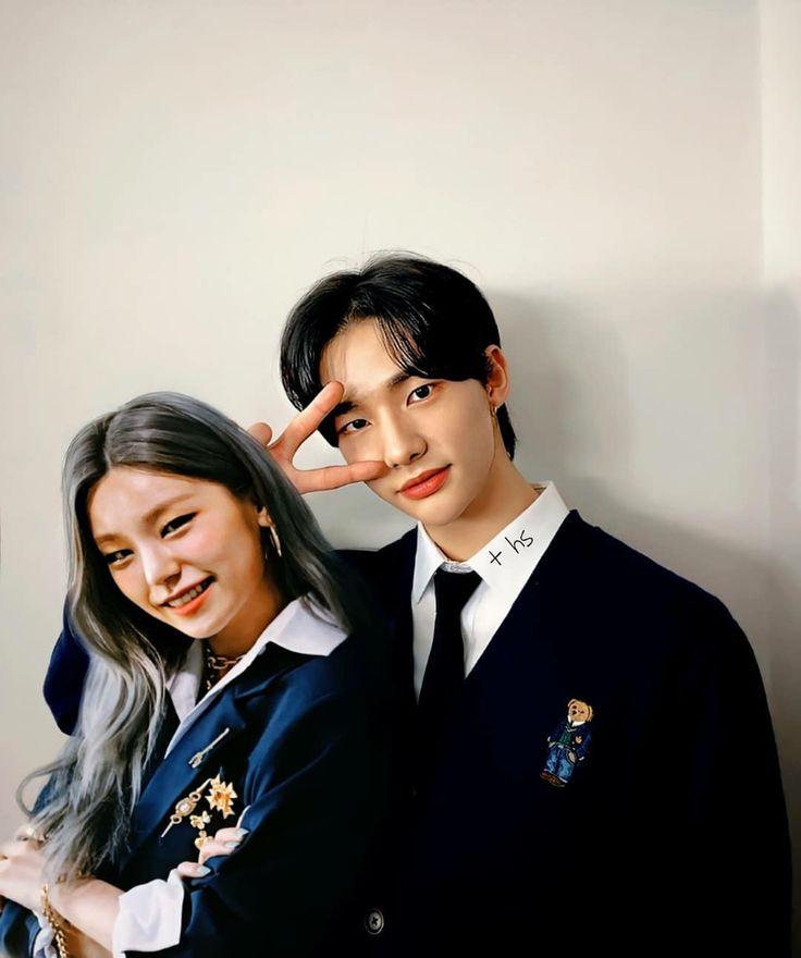 2hwang As High School Student Fotografi Teman Orang Seragam Sekolah