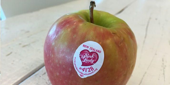 Waarschijnlijk verwijder je de sticker van je appel, zonder erbij na te denken. Zo'n sticker bevat een barcode en lijkt dus niet relevant voor je als consument. Maar wil je bewust eten? Decode op je sticker bevat nuttige informatie. Deze code is een zogenaamde PLU-code en bevat vier of vijf cijfers. Daarmee wordt geïdentificeerd of …