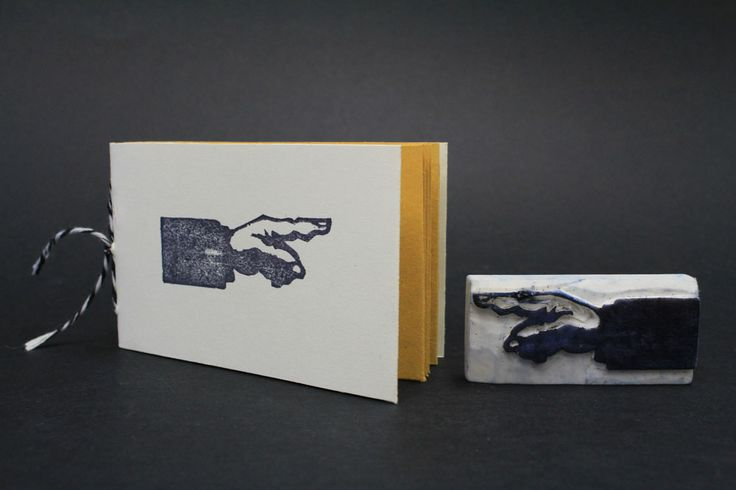 #chiaragregori #connessioni #workshop #visualdesign #idp #verona #graphicdesign #handmade #book #bindings #ago #filo #rubber #stamp #timbriingomma #finger #hand #black #white #yellow